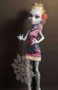 Monster High Doll ~  Abbey Bominable ~ Scaris:  City of Frights