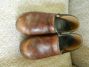 Women's DANSKO brown embossed leather shoes/clogs 41/10.5-11