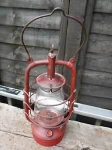 VINTAGE BRITISH MANUFACTURE PARAFFIN STORM LAMP IN GOOD CONDITION.