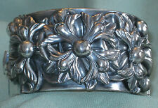 OUTSTANDING Vtg Silver Tone REPOUSSE FLOWER HINGED CLAMPER High Detailed Relief