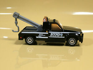 NYPD POLICE  GMC WRECKER TOW TRUCK   NEW 1/72 DIE-CAST