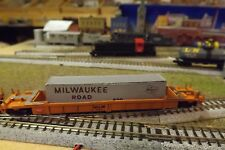 N-Scale Custom Painted MILWAUKEE ROAD (MILW) WELL CAR W/CONTAINER # 90817