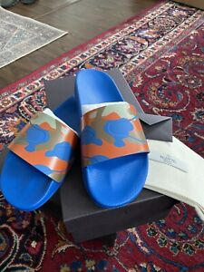 100% AUTHENTIC MEN'S VALENTINO BLUE CAMO PRINT RUBBER SLIDES, SZ 9US, MADE ITALY