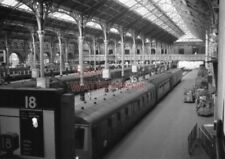 PHOTO  GENERAL VIEW OF THE INTERIOR OF LIVERPOOL STREET STATION. 21/9/80
