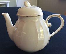 Mikasa Cameo Fine Ivory Teapot L9780