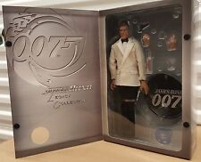 """Sideshow 007 Legacy: Roger Moore as James Bond 12"""" 1/6 Scale Figure"""