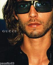 PUBLICITE ADVERTISING 075  2002  GUCCI  collection lunettes solaires homme