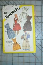 Simplicity 6173 sewing pattern, womens apron size S 10-12