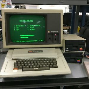 Vintage Apple II Plus Computer + Monitor Floppy Joystick Manual A3M0039 | OO254