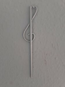"""4x NEW HANDMADE 10"""" (25cm) MUSICAL CLEF PLANT SUPPORT RODS IN SILVER. PRETTY."""