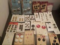 Vintage Buttons on Cards Lot, Le chic La Mode Lavahorn La Petite Brands    B1