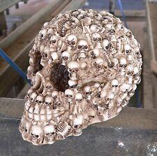 Spardose Totenkopf mit vielen kl. Skulls Halloween Schädel Sparschwein Gothic