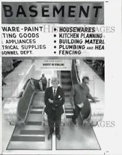 1992 Press Photo Hamden Sears Manager Robert Mulrooney with Escalators