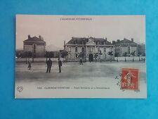 L528. Cpa. 63. L'Auvergne. Clermont-Ferrand. Place Gambette et Gendarmerie