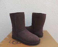 UGG CLASSIC SHORT CHOCOLATE SUEDE/ SHEEPSKIN BOOTS, WOMEN'S US 8/ EUR 39  ~NEW