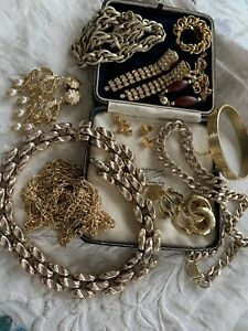 Lovely Collection of Assorted Vintage 1970s/80s GOLD Tone Costume Jewellery