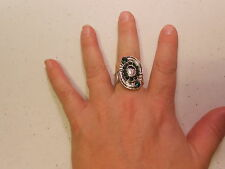 Paparazzi StretchBand Ring(new)(one size fits most) OVAL DESIGN W/GREEN STONES