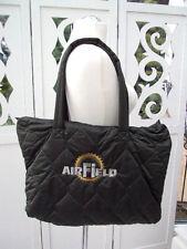 AIRFIELD gesteppte dunkelgrüne Strandtasche mit Emblem gold/silber super leicht