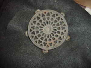 Griswold cast iron coffee pot trivet #1738-nice condition