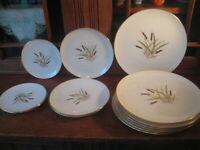 Lenox Cattstail China 13 Pc Set 7 Dinner Plates, 3 Salad, 3 B&B