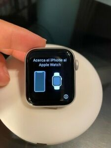 Apple Watch Series 5 Nike 40mm Silver Aluminum Case with Pure Platinum/Black Spo