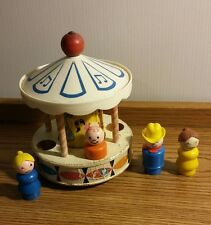 VINTAGE 1963 FISHER PRICE MUSICAL MERRY GO ROUND. VINTAGE WITH 4 PLASTIC PEOPLE