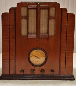 1936 Silvertone Model 4424 Tombstone Farm Radio with included Battery Eliminator