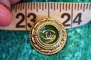 100%  Chanel   Button 1  pieces size 22  mm green metal  💗💗💗💗💗logo cc