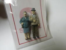 1208 Arttista / Artista O Scale Figure People Painted senior couple holding arm