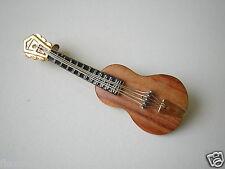 Kleine Antike Brosche Gitarre Holz W.Germany 3,8 g / 5,2 x 1,7 cm