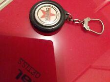 Ancien porte clé  caltex dans un pneu