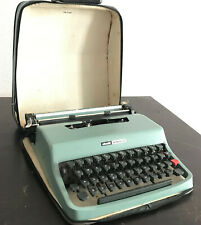 Olivetti Lettera 32 typewriter with carrying case (green/blue) [GREAT CONDITION]