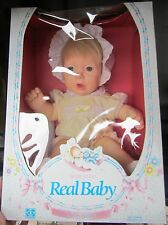 Real Baby Wide Eyed Hasbro anni 80 vintage Design By Judith Turner SPESE GRATIS