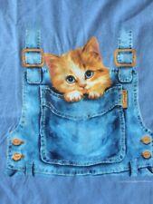 2007 Harai Applejack Art Partners Adorable Kitten Cozily On Dungarees T-Shirt M