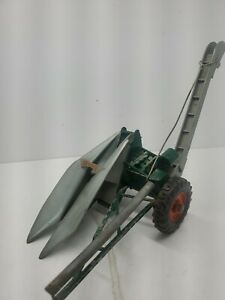 Vintage New Idea 1-Row Corn Picker by Topping Models 1/16 Scale