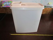 Vintage Tupperware 1588-6 20 cup storage container with hing lid cereal snacks