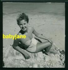 MONA FREEMAN VINTAGE 8X8 PHOTO 1953 PINUP IN BATHING SUIT AT THE BEACH