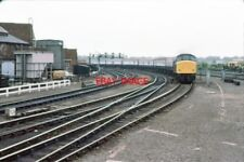 PHOTO  1979 YORK RAILWAY STATION - NORTHWESTERN APPROACH A NEWCASTLE - LIVERPOOL