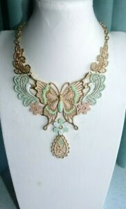 JEWELLERY VERY PRETTY GOLD TONE LACEY LOOK FLORAL NECKLACE PASTEL COLOURS 646