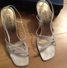 Gorgeous Magrit Cream Leather Size 6 Shoes