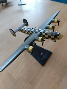 AMERCOM GIANT WARPLANES CONSOLIDATED B-24D LIBERATOR LOOSE DIECAST PLANE & STAND
