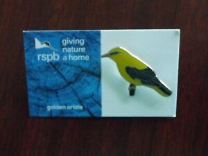 RSPB Giving Nature Home golden oriole Metal Pin Badge on Blue FR Card