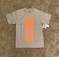 DC Shoes Mens Graphic T-Shirt Small Gray Orange Logo Highlight Spell Out NWT