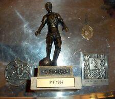 LOT FOOT trophee medaille statue football / Saint Denis 1956 + P.F. 1984 + ETC