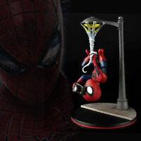 Q-Fig The Amazing Spider-man Quantum Mechanix Hanging with Camera Figurine
