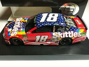 #18 Kyle Busch 1/24 - 2019 Skittles Red, White and Blue - ELITE NASCAR Action