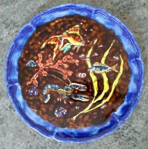 Plat céramique émaux Emile Rocher, Saint-Renan, Décor homard bleu, poissons