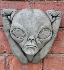 STONE GARDEN UGLY ALIEN CREATURE GARGOYLE WALL PLAQUE ORNAMENT
