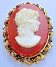 Grande broche couleur or bijou vintage camée corail buste femme XVIII 2730
