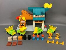 Vintage Fisher Price Little People LIFT & LOAD DEPOT #942 Construction Vehicles